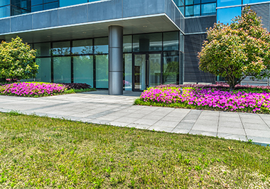 7-tips-for-commercial-property-landscape-maintenance-img-1